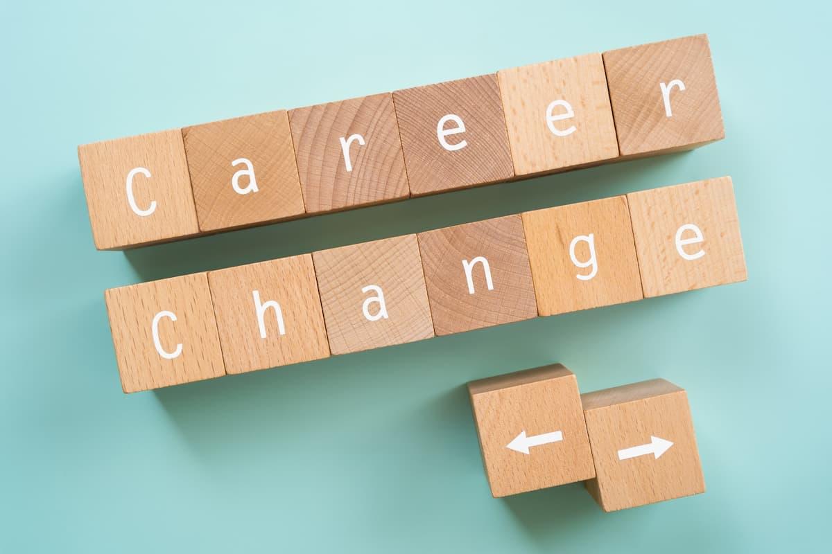 「Career Change」と書かれた積み木
